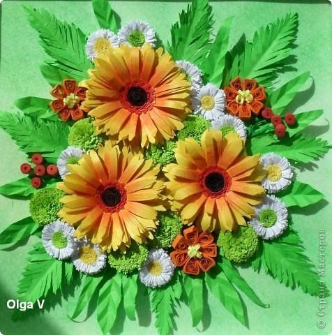 Еще одна цветочная композиция с желто-оранжевыми герберами сделана с хорошим настроением. Спасибо большое Ольге Ольшак за МК гербер. Я уже делала композицию с разными герберами http://stranamasterov.ru/node/108381 А в этих герберах я немножко упростила серединку и затонировала лепестки красной пастелью. фото 1