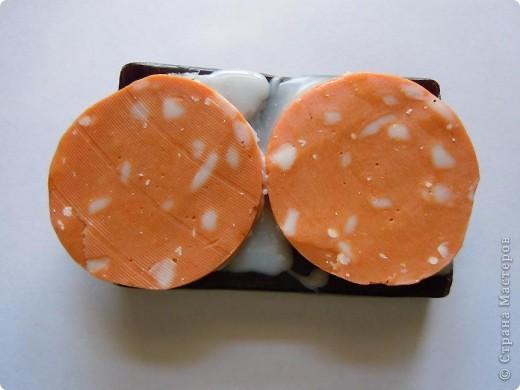 Состав:мыльная основа,оливковое масло,масло виноградной косточки,пигментный краситель.кофе молотый