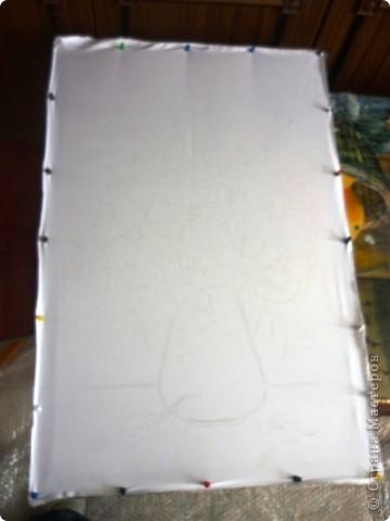 Материалы.     Ткань х/б75/55см.     Краски анилиновые профессиональные..     Баночки из под йогурта.     Кисти каланок №4,№8,№12.     Подрамник и кнопки.     Шаблон.Воск или парафин.     Простой мягкий карандаш для перевода рисунка.     Батик штифт,Батик модуль для работы с горячим воском.  фото 2