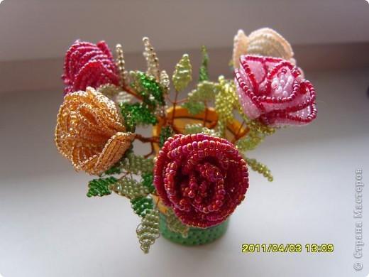 Розы из бисера.  фото 2