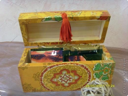 Вот такая шкатулочка для чайных пакетиков в Восточном стиле. Навеяна знакомством с человеком, готовящимся к выезду на миссию в Арабскую страну. Собственно для него и сделана. фото 3