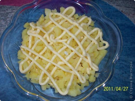 Слоеный салат с картофелем, яблоками и лососем фото 4
