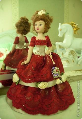 Эмма Бовари от производителя. Куколка красивая. Понравились длинные волнистые волосы. Но, вот наряд разочаровал. Захотелось полностью переделать образ этой дамы. фото 3