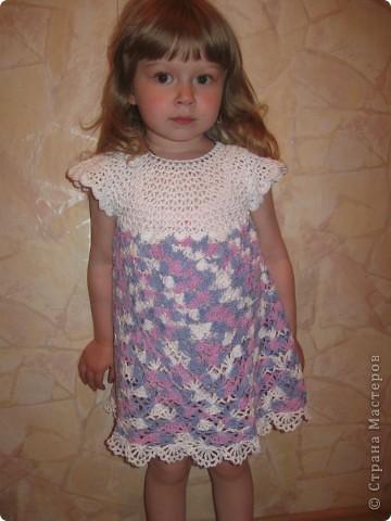 Платье связано нитками из 100% хлопка.Вяжется очень легко, от горловины. фото 2