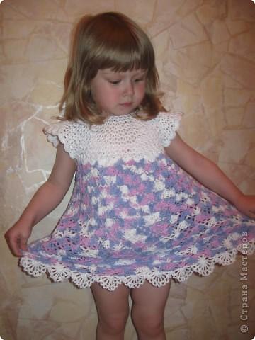 Платье связано нитками из 100% хлопка.Вяжется очень легко, от горловины. фото 1