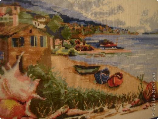 Три лодки на берегу моря. фото 2
