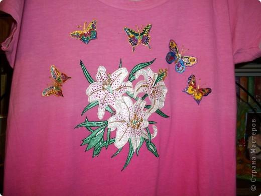 Бабочки над лилией фото 1