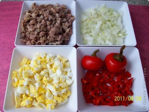 Слоёный салат с мясом и маринованным перцем. фото 2