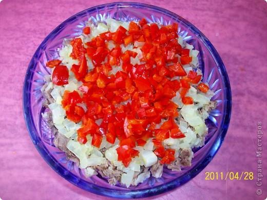 Слоёный салат с мясом и маринованным перцем. фото 5