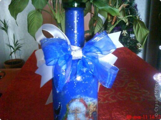 Моя вымученная новогодняя бутылка... Из всей бутылки нормально получился только бант.  фото 2