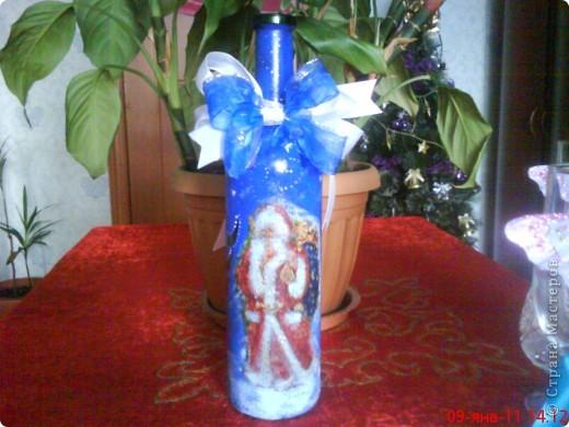 Моя вымученная новогодняя бутылка... Из всей бутылки нормально получился только бант.  фото 1
