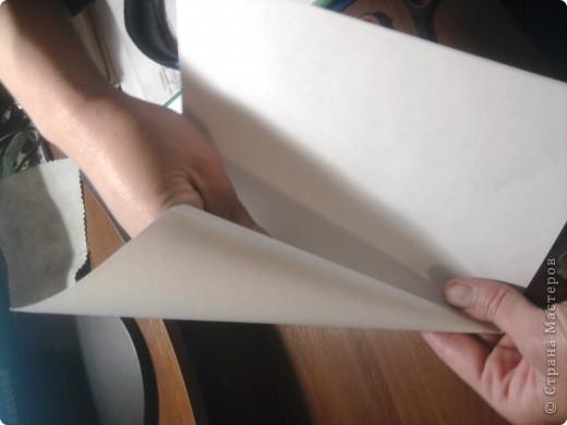 как и обещала пытаюсь сделать мастер-класс куклы-мотанки,тем более подвернулся случай,дочери на урок труда нужно было сделать изделие с полным описанием процесса изготовления.Сразу извиняюсь за качество снимков(снимали на телефон).Итак, для работы нам понадобятся два мотка ниток разного цвета,ножницы,книга,от её размера зависит размер куклы фото 14