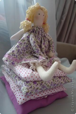 Вот такую принцессу на горошине сшила на день Рождения девочке! Хотела сшить просто принцессу, а  когда раскроила поняла, что мне не хватит синтепона, пришлось переиграть и сшить эту малышку:)) Не успела налюбоваться, уехала к имениннице))) Надеюсь ей понравится) фото 2