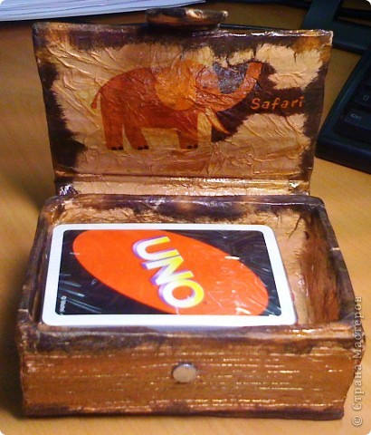 """Итак! Вот она моя повторюшка - коробочка для игральных карт по МК Ирины Соколовой http://stranamasterov.ru/node/167586 Оговорюсь сразу, что я сразу начала делать еще две коробочки типа этой, тк эту я дарю подружке, которой у меня дома понравилась тематика """"Сафари"""". Хотела ей сделать сундучок, такой же как у меня, но такого больше не нашлось, поэтому пришлось творить самой, но в меньших объемах, а чтоб он был не пустой - туда еще и игру прикупить )) Сегодня буду девчонок учить в нее играть... фото 2"""