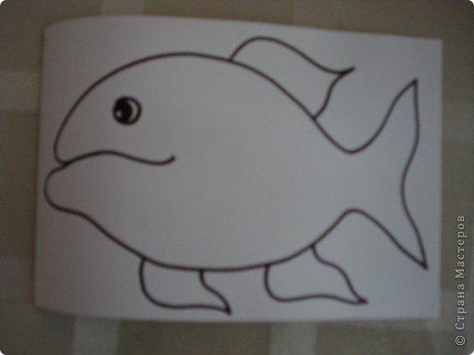 Вот такую симпатичную рыбку предлагаю нарисовать с помощью пластилина.Рисунок рыбки взяла из Галереи Ирины Матвеевой: http://iranirova1.gallery.ru/watch?a=yrf-blnB фото 2