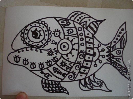 Вот такую симпатичную рыбку предлагаю нарисовать с помощью пластилина.Рисунок рыбки взяла из Галереи Ирины Матвеевой: http://iranirova1.gallery.ru/watch?a=yrf-blnB фото 4