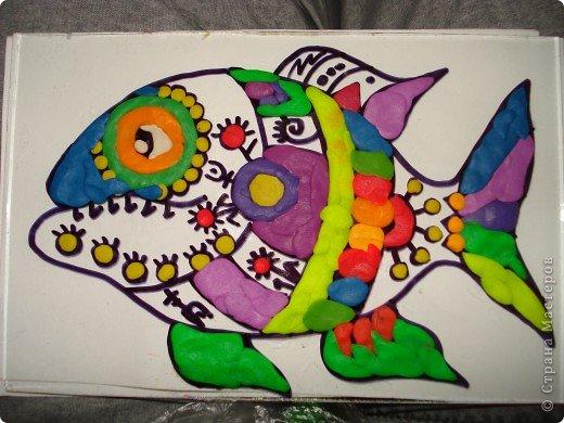 Вот такую симпатичную рыбку предлагаю нарисовать с помощью пластилина.Рисунок рыбки взяла из Галереи Ирины Матвеевой: http://iranirova1.gallery.ru/watch?a=yrf-blnB фото 8
