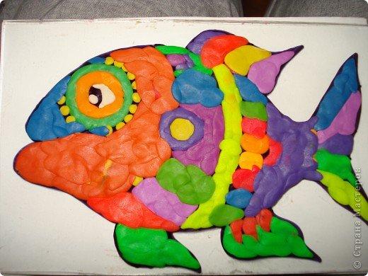 Вот такую симпатичную рыбку предлагаю нарисовать с помощью пластилина.Рисунок рыбки взяла из Галереи Ирины Матвеевой: http://iranirova1.gallery.ru/watch?a=yrf-blnB фото 9