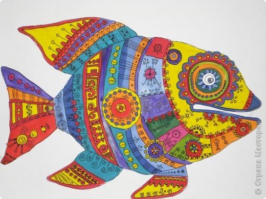 Рыбка-Красотка. Эту рыбку нарисовала по фото из Галереи Ирины Матвеевой: http://iranirova1.gallery.ru/watch?a=yrf-blnB  Рисовала гуашью,а черный узор по рыбке делала черной гелиевой ручкой. фото 1