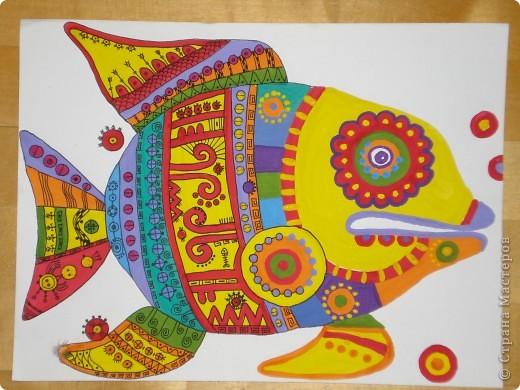 Рыбка-Красотка. Эту рыбку нарисовала по фото из Галереи Ирины Матвеевой: http://iranirova1.gallery.ru/watch?a=yrf-blnB  Рисовала гуашью,а черный узор по рыбке делала черной гелиевой ручкой. фото 2