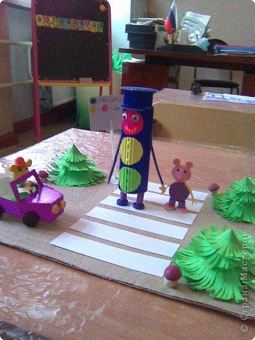 Поделку по ПДД сделали с дочкой на конкурсе в дошкольном учереждении и заняли 2 место.