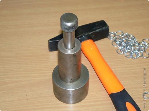 Настоящая кольчуга делается из стальной проволоки, имеет вес от 6 до 20 кг. фото 11