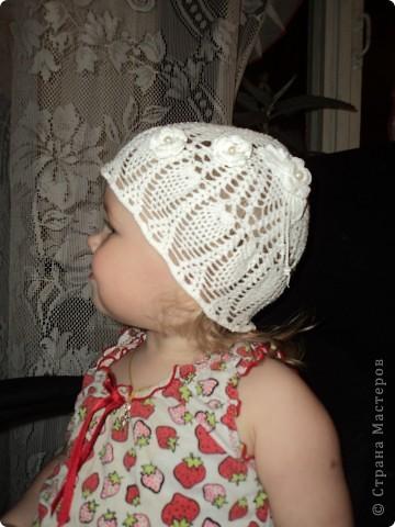 Вот такая летняя шапочка у меня получилась, доче понравилась. Стояла любовалась на себя в зеркало. )