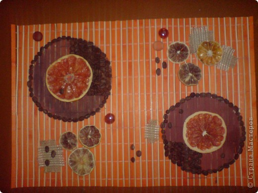В основе- бамбуковая салфетка. Засушенный грейпфрут, лимон, апельсин, зерна кофе, декоративные камушки, кусочки мешковины. фото 1