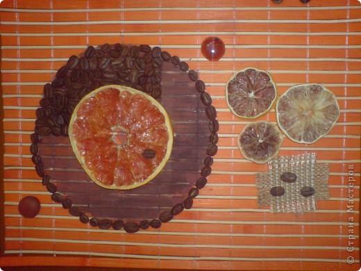 В основе- бамбуковая салфетка. Засушенный грейпфрут, лимон, апельсин, зерна кофе, декоративные камушки, кусочки мешковины. фото 3