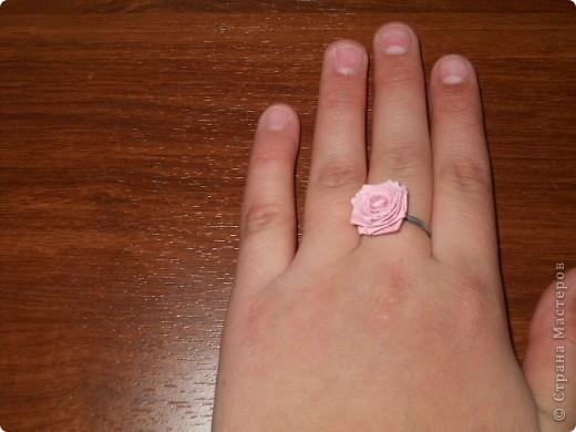 Это серьги в виде розы из квиллинга фото 2