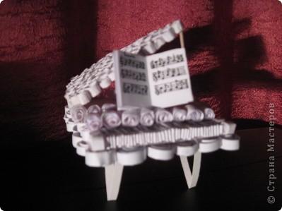 увидела на сайте прекрасные работы роялей и самой захотелось сделать что-то подобное. сама давно играю  и мечтаю о белом рояле. теперь он у меня есть, хотя немножко уменьшенная версия) фото 2