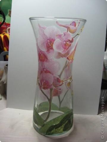 Ой, девочки....прикупила я тут на досуге вазочку (да ещё и из Богемского стекла!) и так захотелось сделать из неё что-нибудь красивое и душевное.... Но...надо же поропетировать на чём-нибудь (т.к. я ещё на стекле декупаж не делала) вот и взяла я пару рюмочек у себя в саду, чтобы поэксперементировать. фото 6