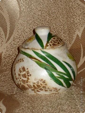 Это моя первая работа, выполненная на заказ. Пожелания заказчицы: белая сахарница, изображение черепахи обязательно, рисунок в зеленовато-коричневых тонах. Придумывалось очень долго, и все было не то. А представленный вариант родился и воплотился за один вечер. фото 4