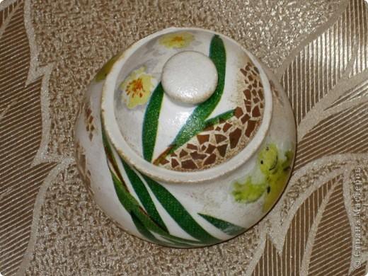 Это моя первая работа, выполненная на заказ. Пожелания заказчицы: белая сахарница, изображение черепахи обязательно, рисунок в зеленовато-коричневых тонах. Придумывалось очень долго, и все было не то. А представленный вариант родился и воплотился за один вечер. фото 5