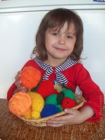 Вот такое фруктово-ягодное ассорти я приготовила для своей дочурки. фото 1