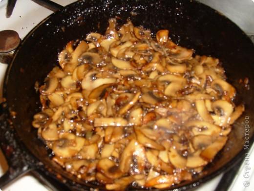 Салат Воздушный я научилась готовить у своей мамы. Делаем мы его давно, а воздушный называется потому, что очень нежный и натирается на терке на весу. фото 5