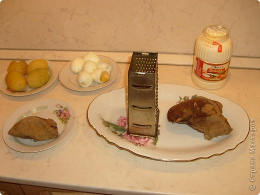 Салат Воздушный я научилась готовить у своей мамы. Делаем мы его давно, а воздушный называется потому, что очень нежный и натирается на терке на весу. фото 6