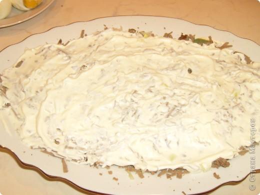 Салат Воздушный я научилась готовить у своей мамы. Делаем мы его давно, а воздушный называется потому, что очень нежный и натирается на терке на весу. фото 10