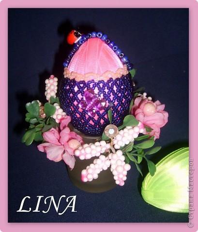 пластмассовое яйцо обмотано лентами и оплетено бисером. фото 1