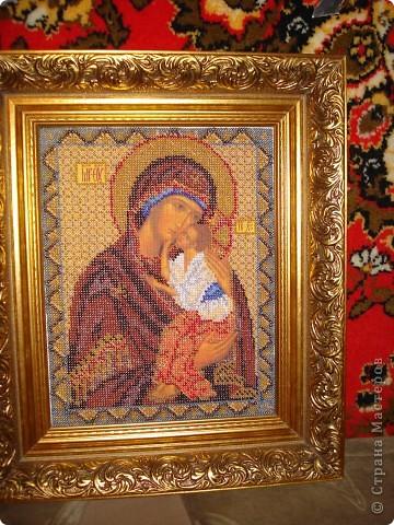 Вот такую икону (Матерь Божья) вышила бисером в подарок родителям.