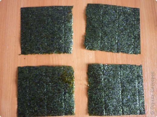 Для всех любителей готовить суши дома.Этот оригинальный рецепт  Дзакуро-дзуси(суши -гранат) меня очаровал.Нашла я его на сайте Суши-мастер,приготовила его Светлана Уколова. Долго я собиралась....  сегодня и продукты все были и вдохновение. Вот и результат...))) фото 3