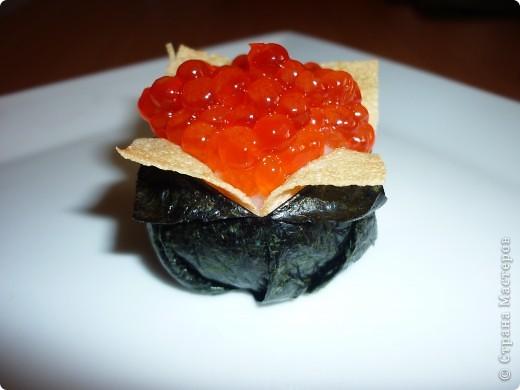 Для всех любителей готовить суши дома.Этот оригинальный рецепт  Дзакуро-дзуси(суши -гранат) меня очаровал.Нашла я его на сайте Суши-мастер,приготовила его Светлана Уколова. Долго я собиралась....  сегодня и продукты все были и вдохновение. Вот и результат...))) фото 11