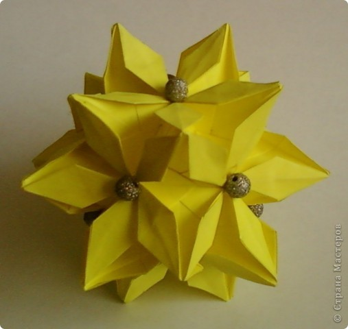 Name: Rafaelita Designer: Ekaterina Lukasheva Parts: 30 Paper:7*7cm Joint: glue фото 2