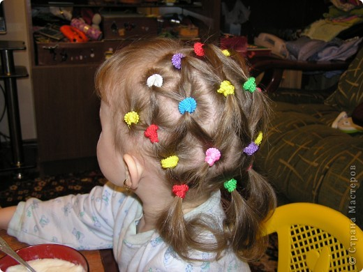 Эту причёску дочка не оценила... через пару часов пришлось снять все резиночки, хотя старалась делать совсем не туго... видно -  мы не доросли! фото 2