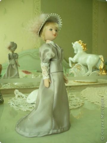 Вот и новая куколка. Сесили выполнена довольно аккуратно, личико милое. Но, наряд очень хотелось дополнить, сделать героиню задорней, моложе. фото 2