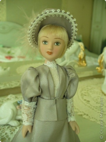 Вот и новая куколка. Сесили выполнена довольно аккуратно, личико милое. Но, наряд очень хотелось дополнить, сделать героиню задорней, моложе. фото 1