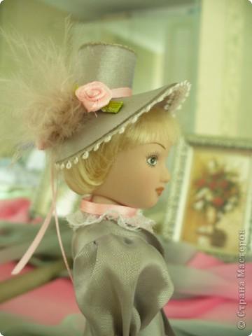 Вот и новая куколка. Сесили выполнена довольно аккуратно, личико милое. Но, наряд очень хотелось дополнить, сделать героиню задорней, моложе. фото 5