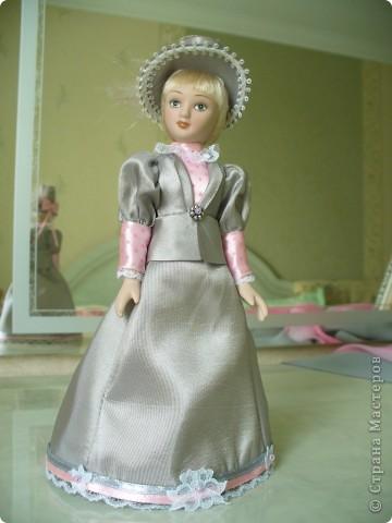 Вот и новая куколка. Сесили выполнена довольно аккуратно, личико милое. Но, наряд очень хотелось дополнить, сделать героиню задорней, моложе. фото 4