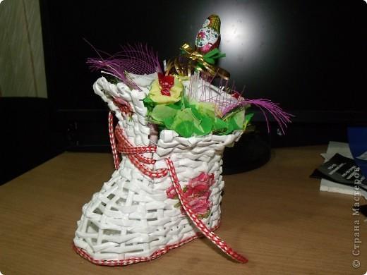 Делала букеты из конфет на день рождения. В белом башмаке для племянницы. С маками- для сестры. Башмаки плела по МК Веры С. Спасибо ей большое за подробный МК. фото 4