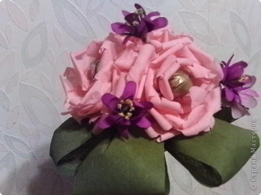 Первая попытка соединить конфетки с цветами фото 1